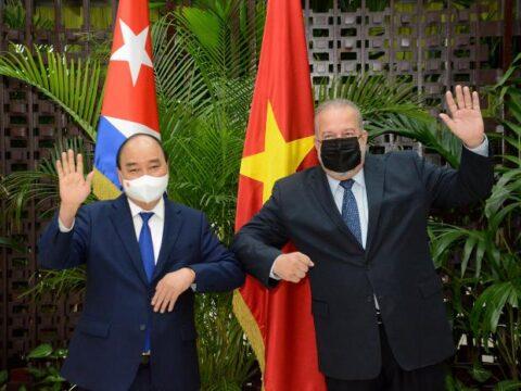 Sostiene Primer Ministro de la República de Cuba Manuel Marrero Cruz encuentro con el Presidente de Vietnam, compañero Nguyen Xuan Phuc