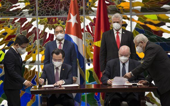 Presidente de Vietnam recibe Orden José Martí: La amistad con Cuba será eternamente indestructible