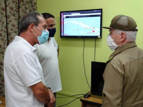 En visita al CENAIS, Ramiro Valdés indaga sobre sismos perceptibles